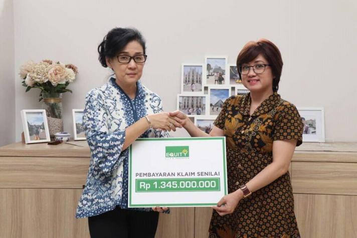Equity Life Indonesia bayarkan klaim senilai kepada nasabah Klaim cepat asuransi jiwa terbaik