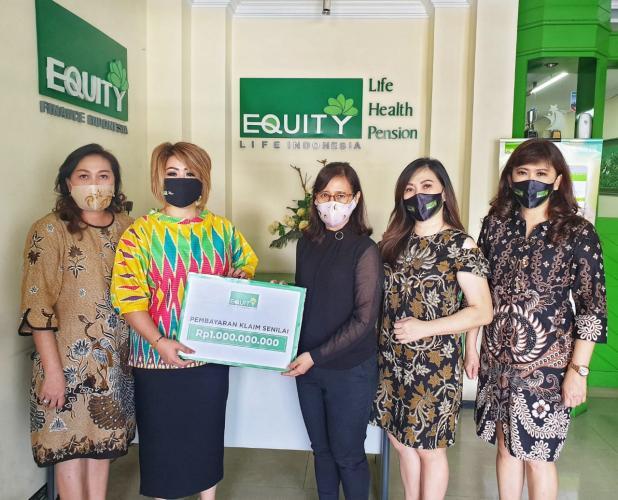 Penuhi Hak Nasabah Equity Life Indonesia Bayarkan Klaim Rp1M di Malang