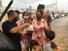 Berkolaborasi Bersama Bif Rais, Equity Life Indonesia Bagikan Makanan Berbuka Puasa di Sekitar Tanah Abang
