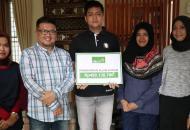 Equity Life Indonesia Serahkan Klaim Asuransi kepada nasabah Telemarketing